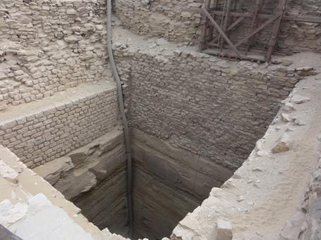 A grain silo / ventilation tube in the Djoser complex.